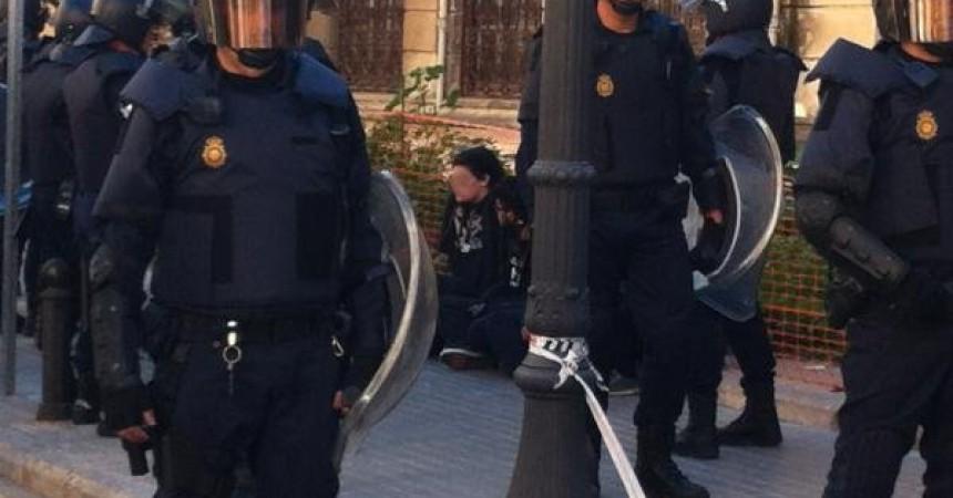 Nova jornada de violència policial a València