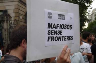La indignació pels escàndols de corrupció treu centenars de persones als carrers