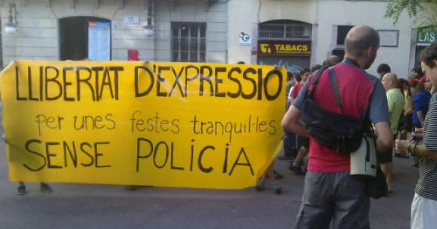 Unes dues-centes persones es concentren a Gràcia contra la repressió policial
