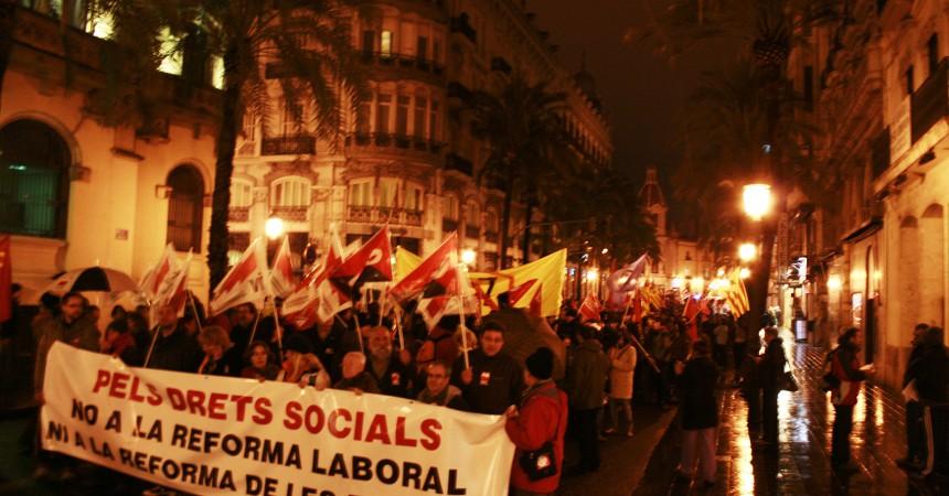 Milers de persones surten al carrer contra la retallada de les pensions