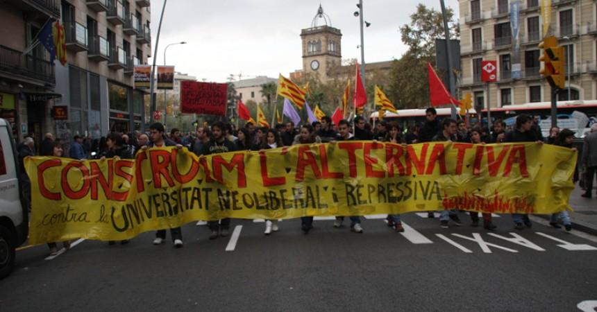 Més d'un miler d'estudiants surten als carrers de Barcelona contra la mercantilització de la universitat