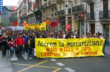 Els estudiants de València tornen a eixir al carrer contra la mercantilització