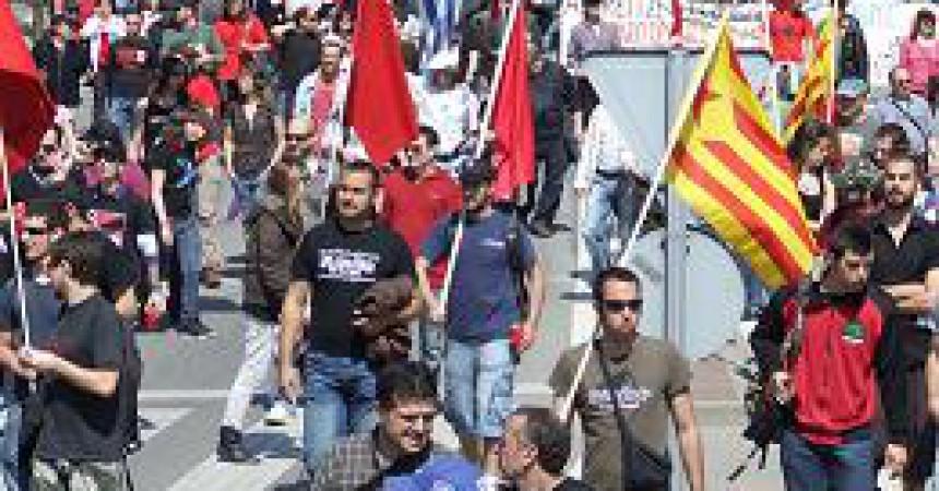 Un miler de manifestants marxen contra l'atur i la precarietat a Sabadell