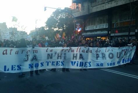 manifestació sindicats combatius i  organitzacions polítiques contra le sretallades