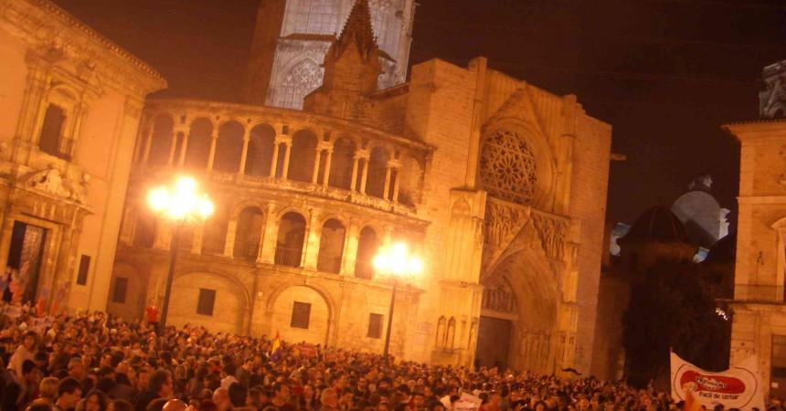 Milers de valencians reclamen la dimissió de Camps