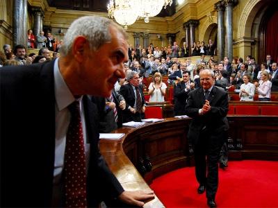 Moment en què els diputats celebren l'aprovació de la LEC