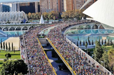 La Marató de València, èxit de participació i mancances d'organització