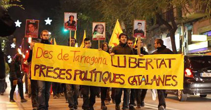 16 marxes de torxes reclamen la llibertat dels presos polítics