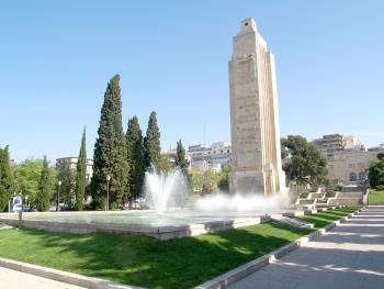 Monòlit a Palma dedicat al vaixell franquista Baleares
