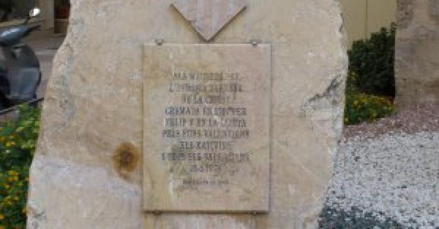 Ataquen el monument als Maulets a Xàtiva