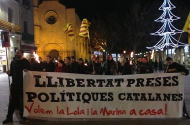 Marxes de torxes arreu dels Països Catalans segueixen reclamant la llibertat de la Marina i la Lola per Nadal