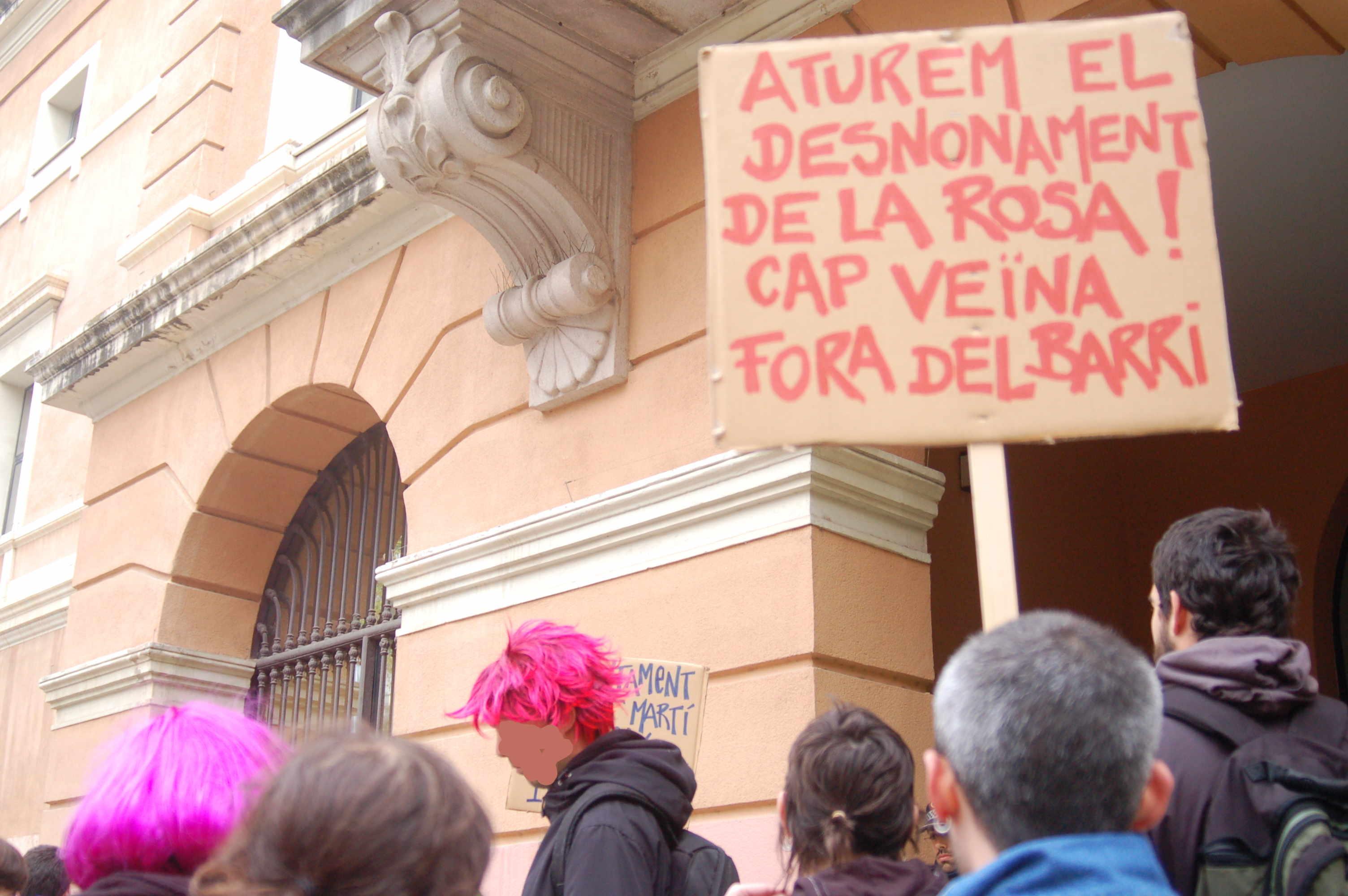 Concentració contra el desnonament. Foto: Grup de Suport a Rosa Telón