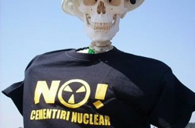 Milers de persones surten al carrer contra el cementiri nuclear d'Ascó