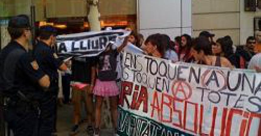 Càrregues i 6 detingudes en la concentració de suport a Núria Pòrtulas a Madrid