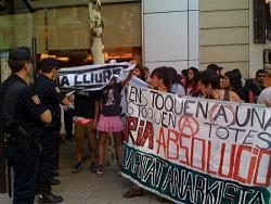 Concentració aquest dilluns davant l'Audiència Nacional espanyola on han jutjat Núria Pòrtulas. FOTO: ElSud.org