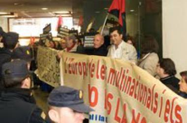 S'ocupen les oficines del SERVEF a València dins la Campanya contra l'Europa del capital i la guerra