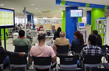 L'INEM deixa sense prestació d'atur a milers de treballadors estrangers