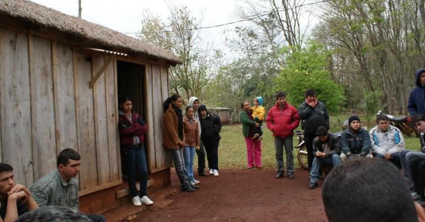 La comunitat camperola paraguaiana 'Lote 8' amenaçada pel titani