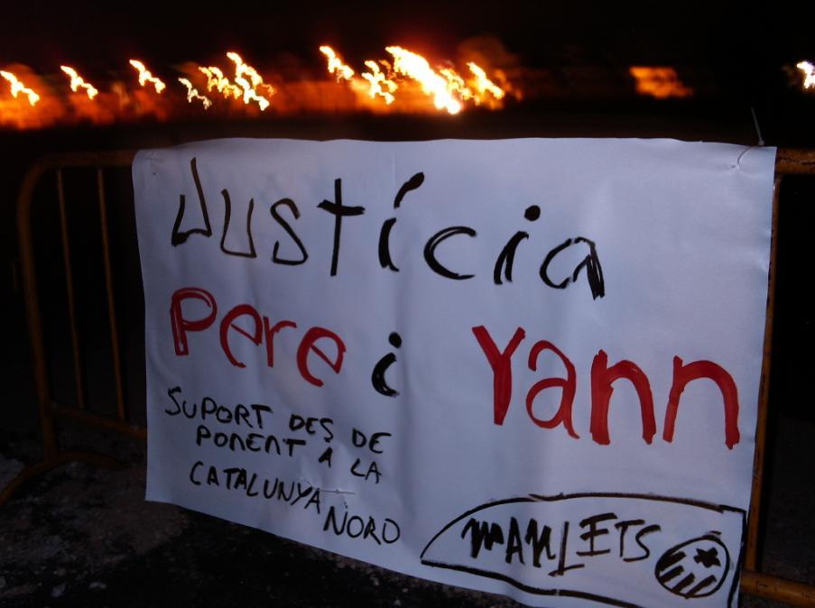 Pancarta solidària amb Pere i Yann