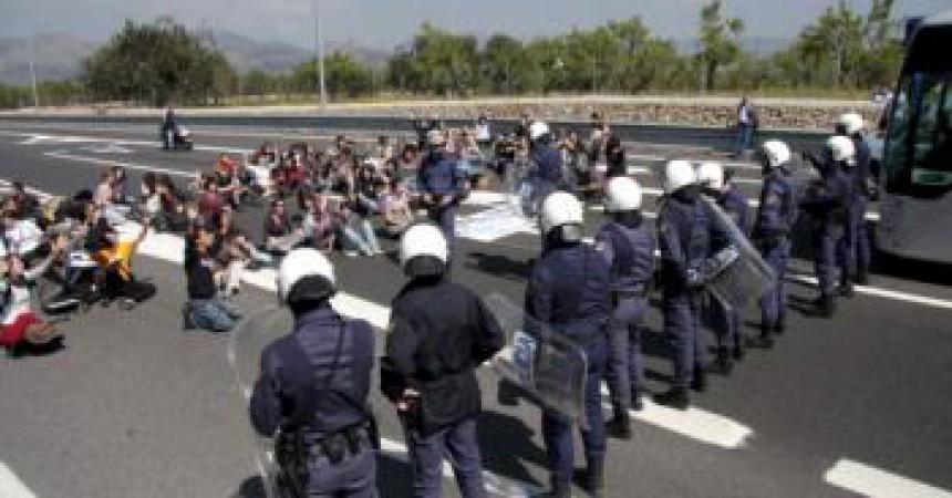 Dotze ferits en una carrega contra estudiants de la UIB