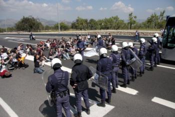 Moments abans de l'inici de la càrrega contra els estudiants mallorquins. Foto: dBalears