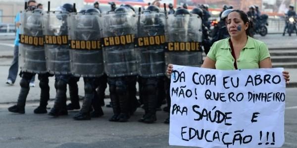 protesta-contra-mundial-de-futbol-en-Brasil
