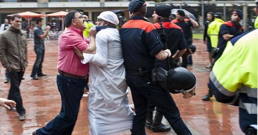 Militants de PxC agredeixen manifestants antifeixistes