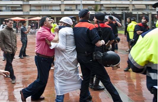 feixistes agredeixen veïns de Vilanova