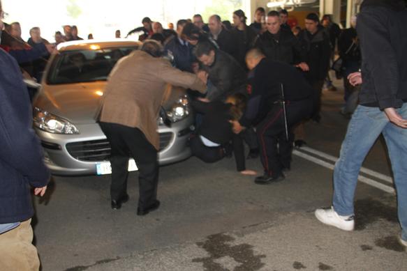 El cotxe de Rosa Díez ha atropellat una membre de la seguretat privada de la UAB