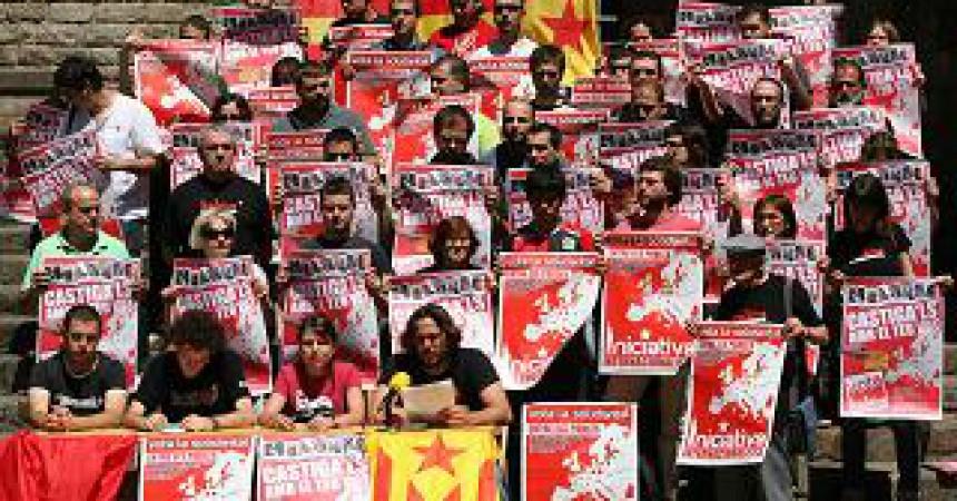 Militants de l'esquerra independentista catalana donen suport a Iniciativa Internacionalista