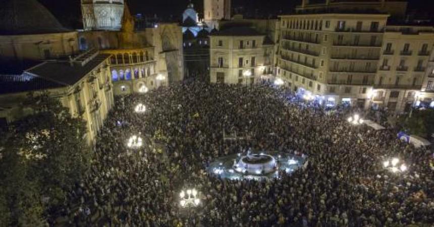 Clam multitudinari i transversal contra el tancament de RTVV