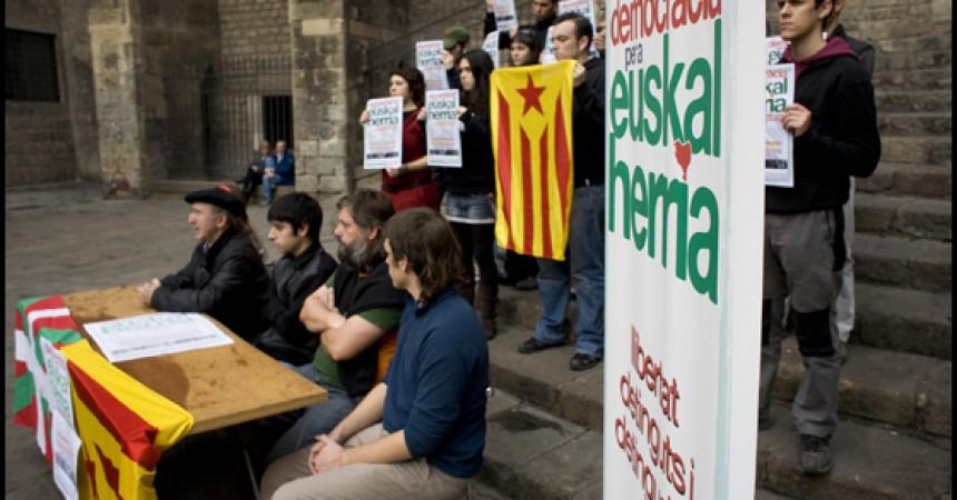 El moviment juvenil independentista català se solidaritza amb els 34 joves bascos detinguts