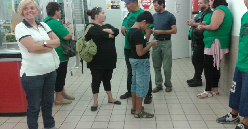 Membres de la PAH del Penedès expropien un supermercat de Vilafranca