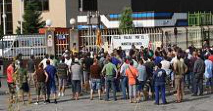 Els treballadors d'Estampaciones Sabadell es planten contra l'ERO que pretén acomiadar 223 empleats