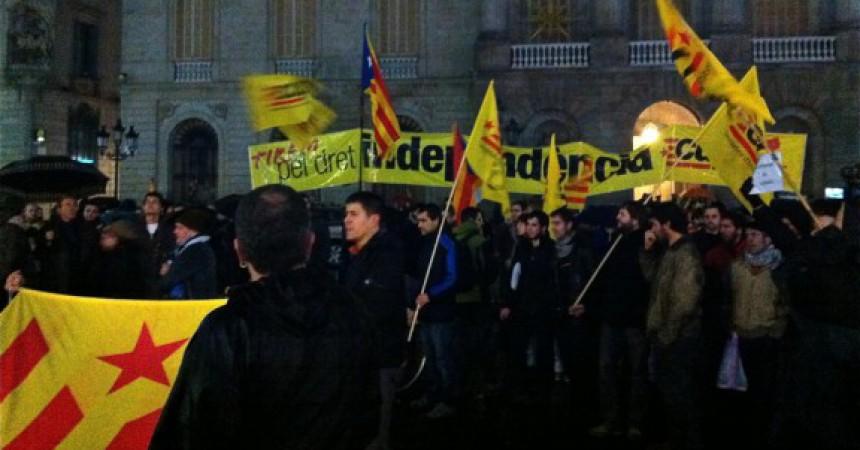 Mig miler de persones es manifesten d'urgència a Barcelona contra la sentència del TS