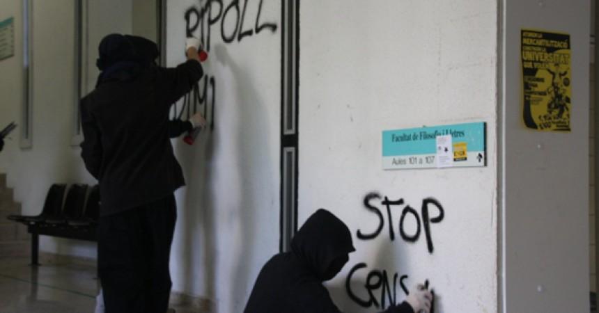 Una cercavila per la UAB denuncia la privatització i mercantilització de la universitat
