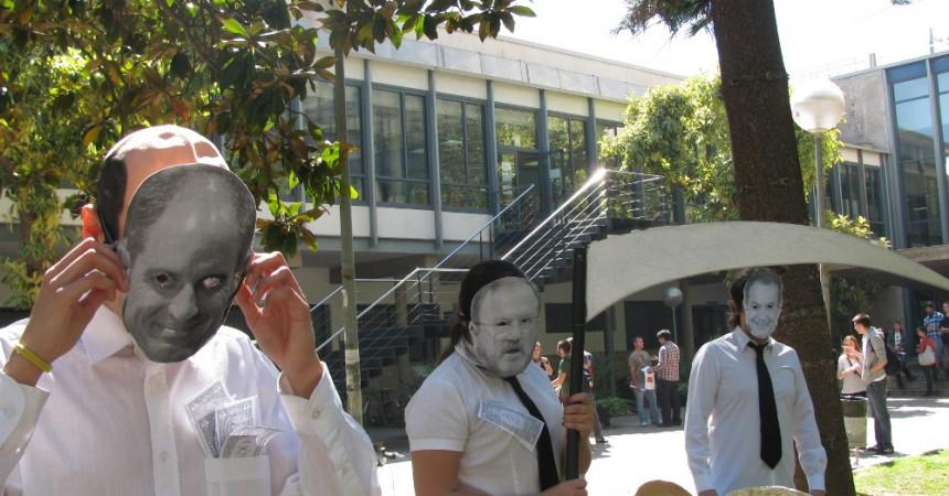 Estudiants de la UV denuncien 'els culpables de la crisi'