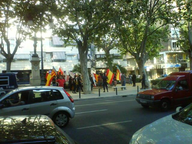 Concentració feixista contra l'acte a València. Foto: L'ACCENT