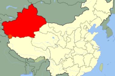 La Xina reprimeix la minoria uigur i el president, Hu Jintao, abandona el G-8 per tal de sufocar la revolta