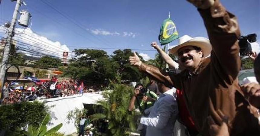 El president legítim hondureny retorna al país
