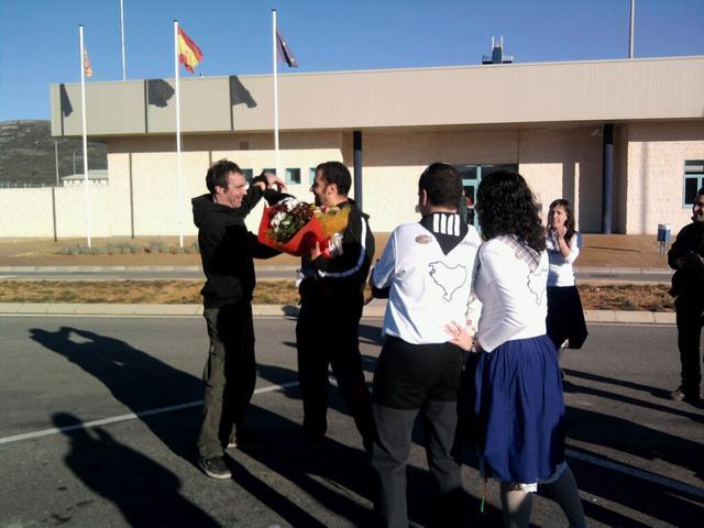 Rebuda de Zigor fora la presó de Castelló
