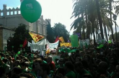 Seguiment massiu de la vaga de docents a les Illes Balears amb actes de suport per tots els Països Catalans.