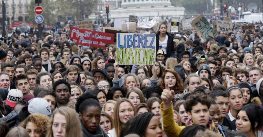 Khatchik i Leonarda revifen el debat xenòfob a l'estat francès