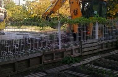 Els veïns aturen la construcció d'un mur a l'espai Germanetes