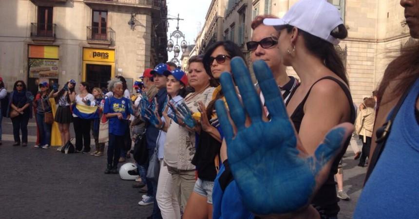 L'oposició colpista veneçolana a Barcelona vol commemorar avui el primer aniversari de l'intent de putsch contra Maduro