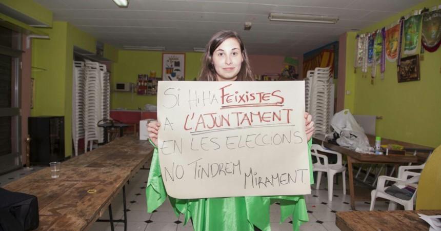 Una fallera de Montcada sancionada per denunciar l'exhibició de símbols feixistes