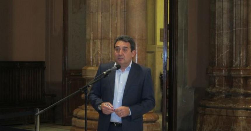 Manuel Bustos rep el primer cop judicial