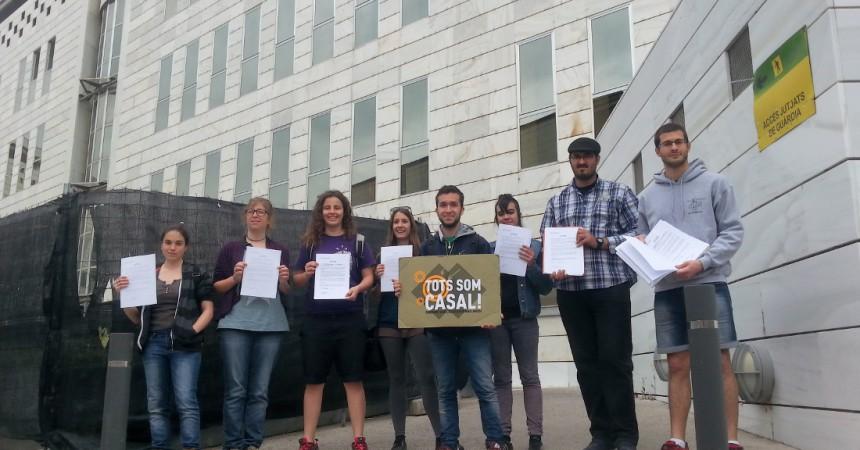 Més de 130 joves s'autoinculpen en solidaritat amb els 3 acusats per l'ocupació del Casal Popular de Joves de Lleida