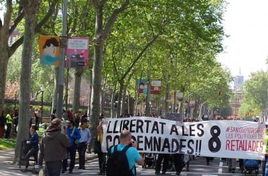 """Cadena humana de suport als 8 condemnats per la protesta """"Aturem el parlament"""""""