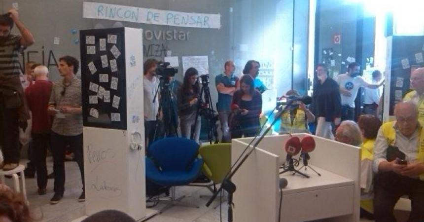 Cinquanta dies de vaga a Movistar amb la botiga central de Barcelona ocupada indefinidament